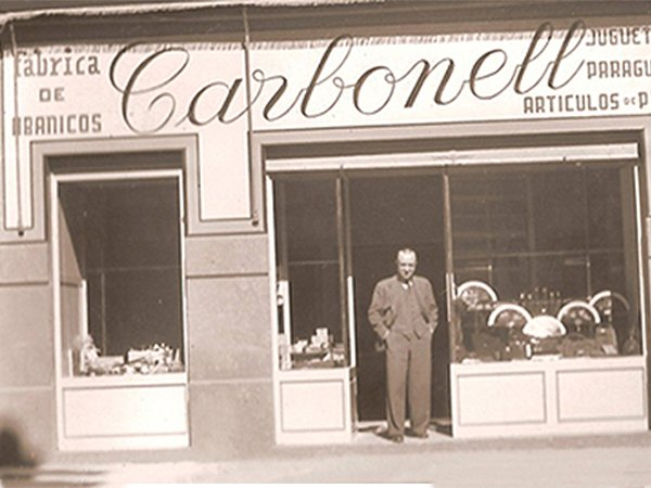 Facade shop and factory Abanicos Carbonell in 1940