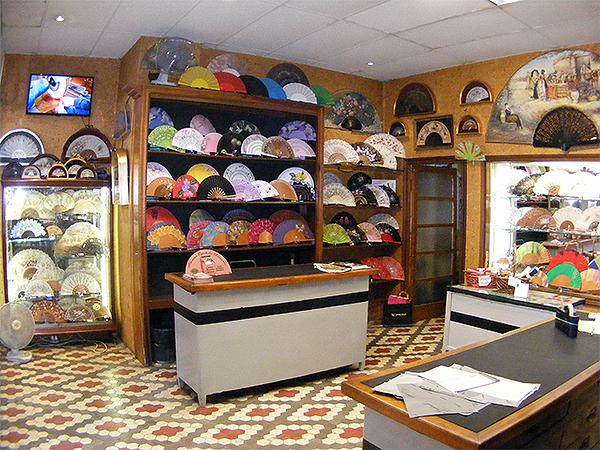 La tienda de Abanicos Carbonell un lateral