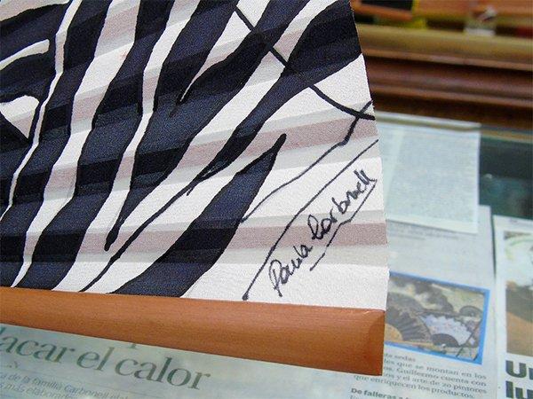 firma paula carbonell en cebra